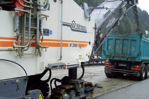 1. Distruzione dello strato di asfalto con frese per asfalto